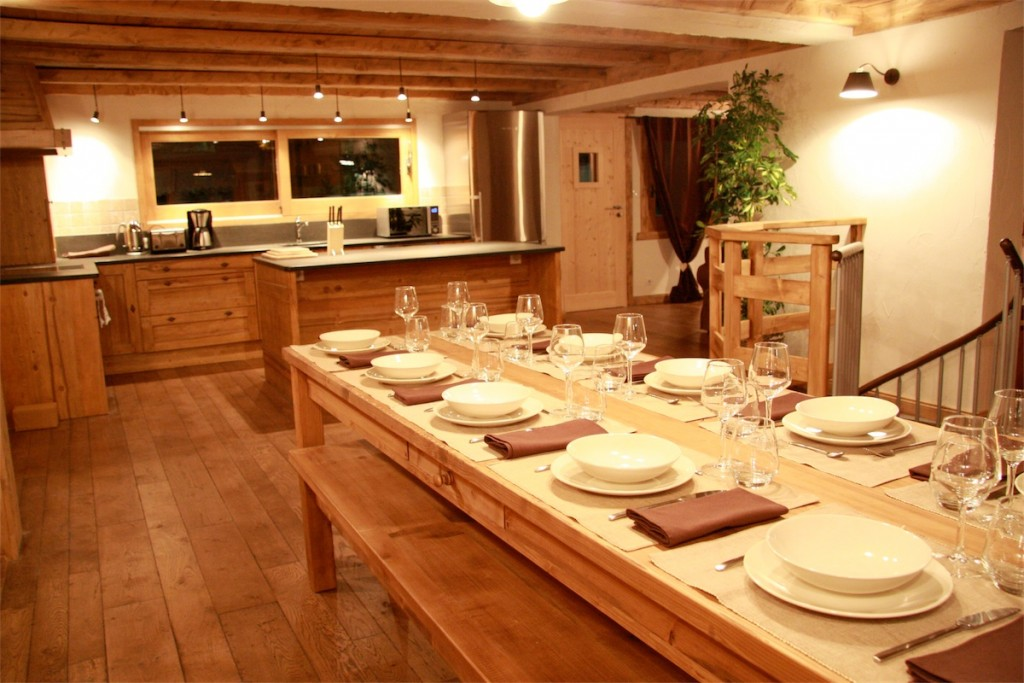 Lond dining table at Chalet Chapelle.